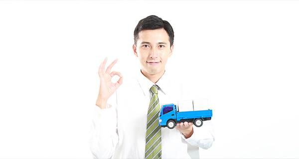 男性とトラック